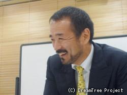 インタビュー時の東田一人氏
