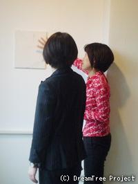 日本画家 田中明子氏と当コーナーのインタビュアー